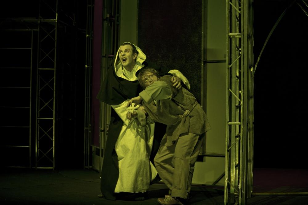 Парижката Света Богородица в Театър София – голият Калин Врачански не е достатъчен