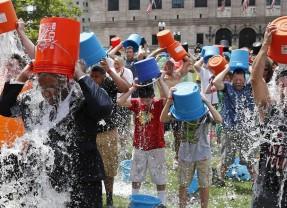 За Ice bucket challenge или защо започнахме да поливаме съвестта си с лайкове?
