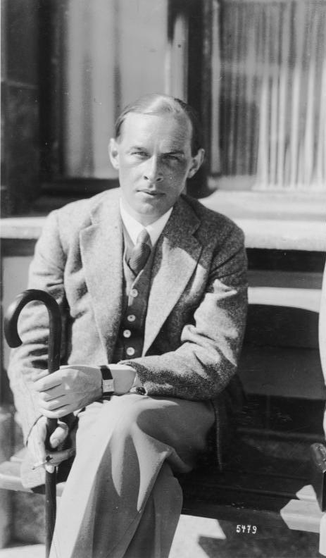 ADN-ZB Schweiz: Der Schriftsteller Erich Maria Remarque während seines Aufenthalts 1929 im Hotel Curhaus in Davos.