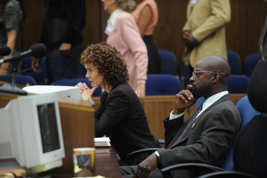 """Сара Полсън и Стърлинг К. Браун в """"Народът срещу О Джей Симпсън"""""""