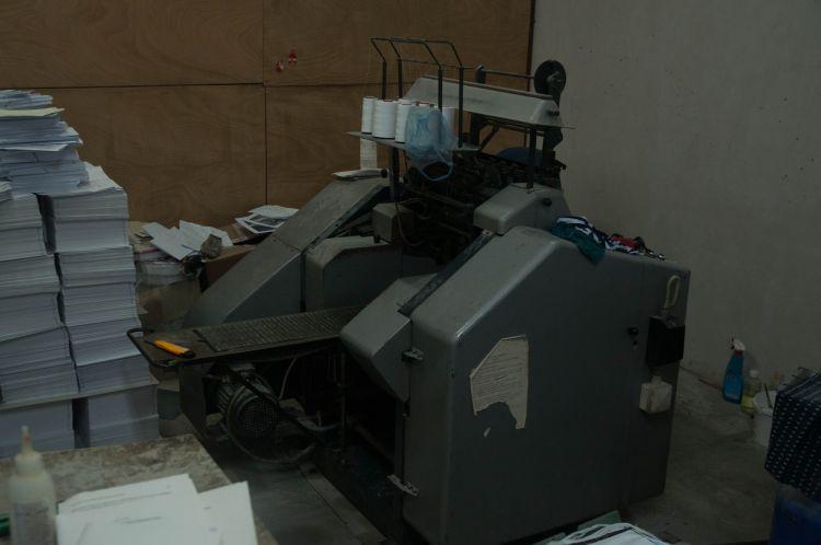 Машина за шиене на книги