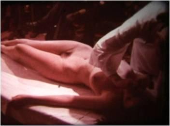 """Ева Партум гола пред публиката си преди пърформанса """"Промяна. Моят проблем е проблем на жената"""""""