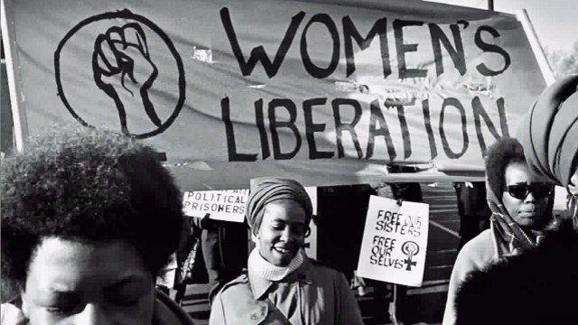 """Слоганът """"Освобождение на жените"""" като част от така наречения """"черен феминизъм"""", когато чернокожи жени защитават правата си."""