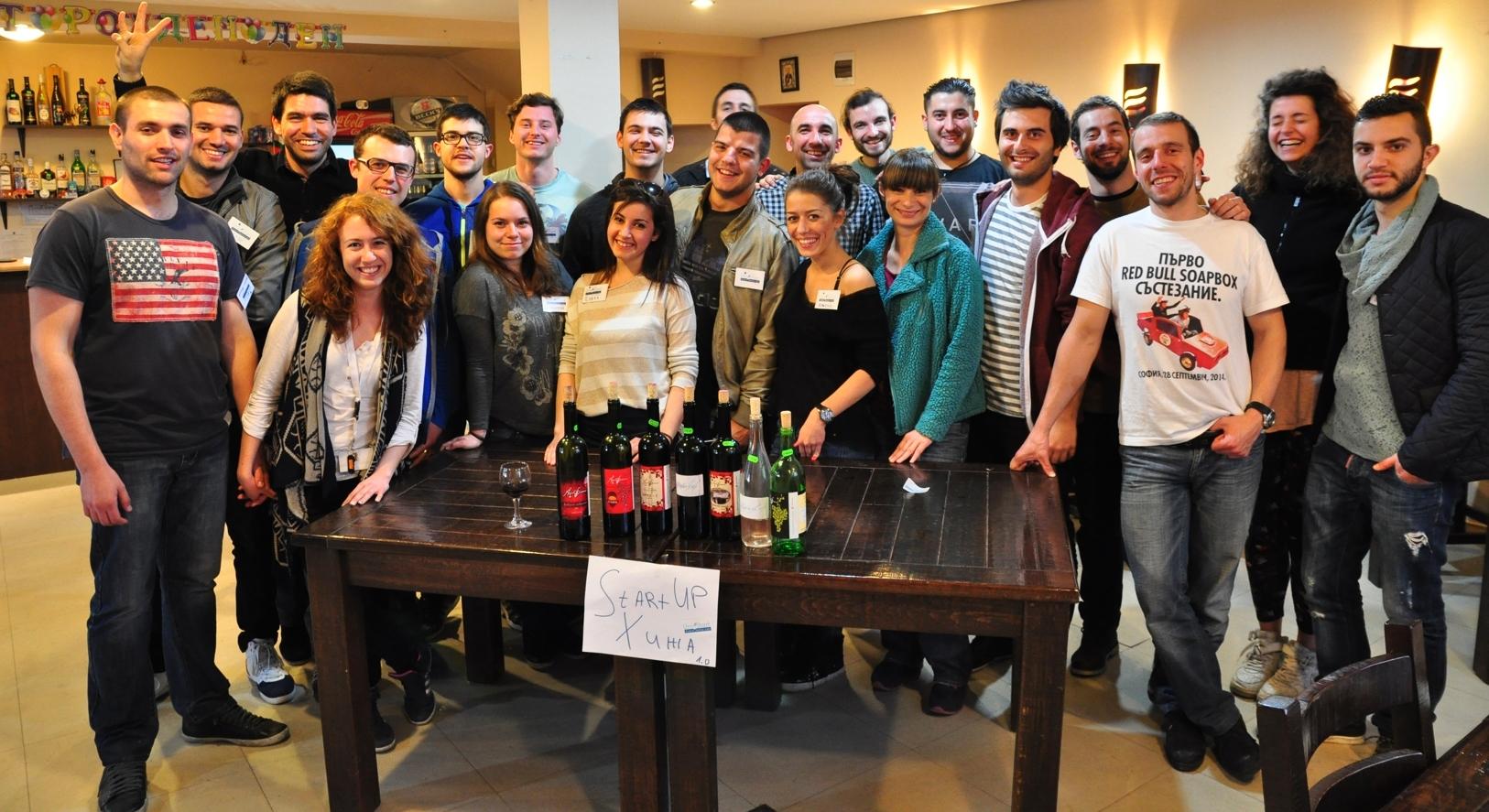 Организатори и участници в Стартъп хижата на UniStart.