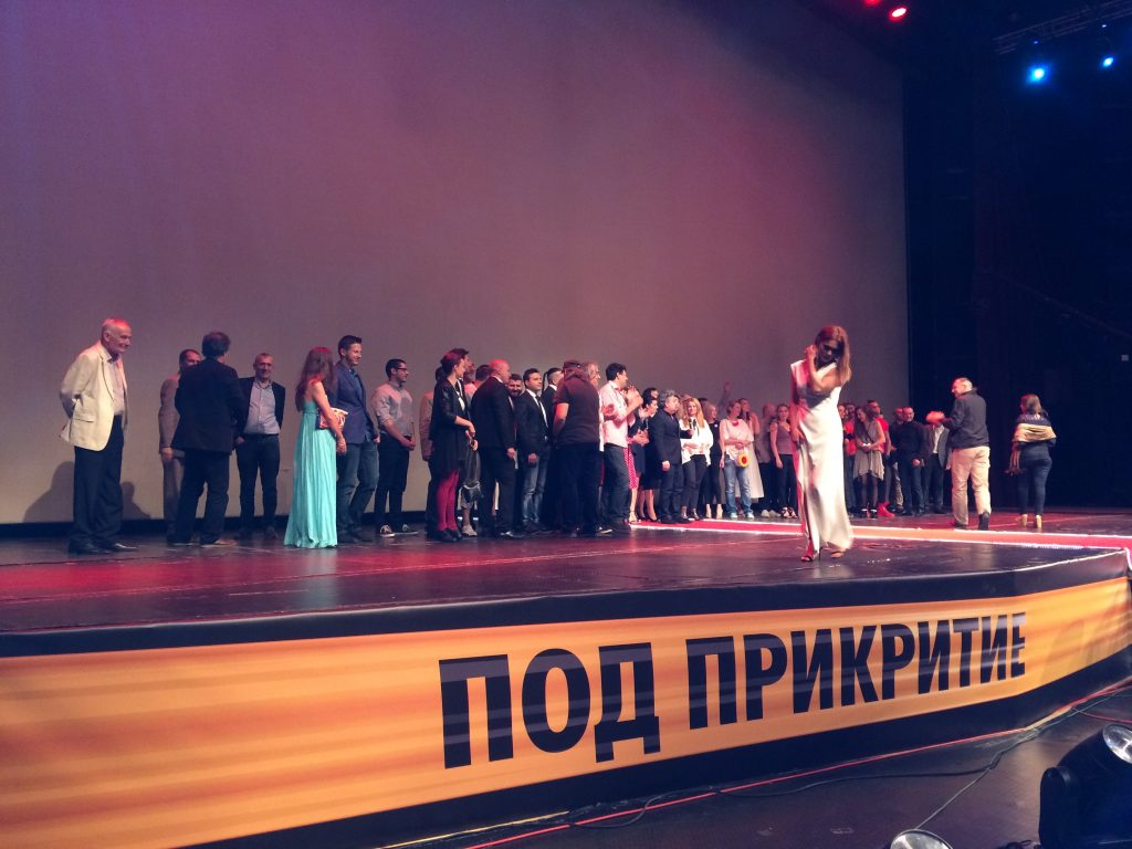 """Екипът на """"Под прикритие"""" на сцената на зала 1 на НДК"""