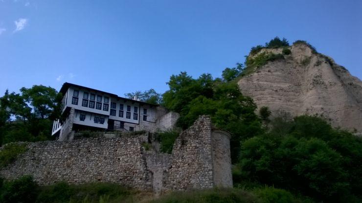 """Кордопуловата къща и разрушената църква """"Св. Варвара"""" Снимка: Личен архив"""
